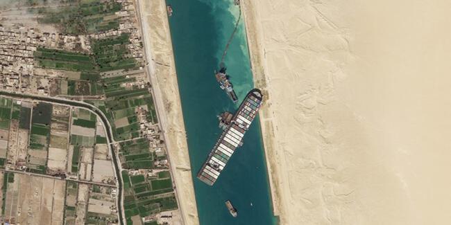 Süveyş Kanalı'nda gemisi sıkışan şirkete 1 milyar dolarlık tazminat talebi