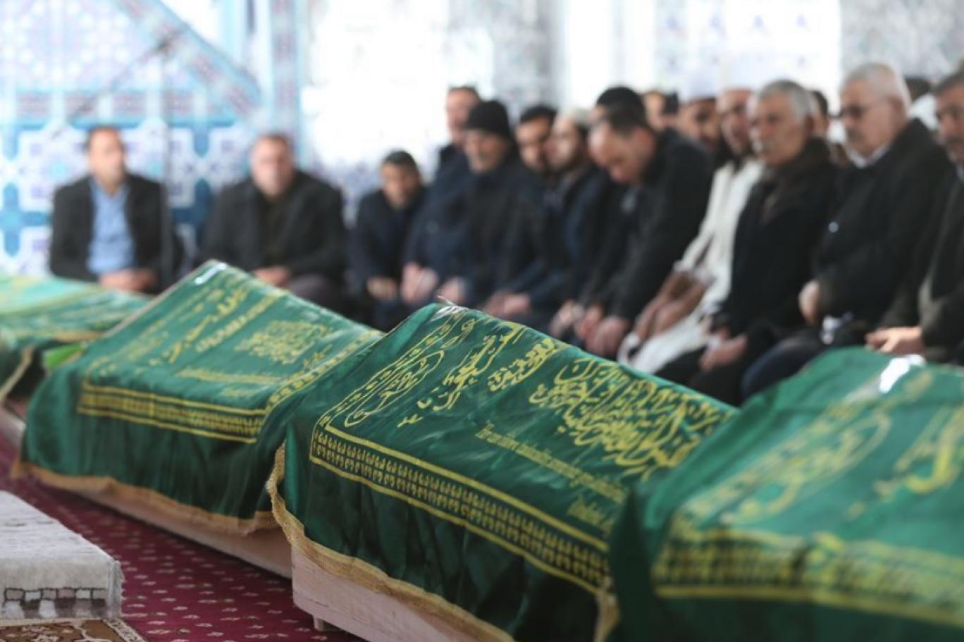 Tam kapanmada cenazelere katılım da sınırlandırıldı