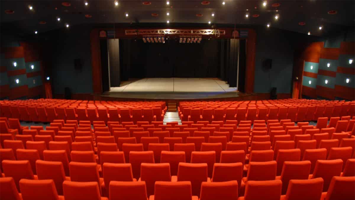 Tiyatro ve sinema salonları açıldı