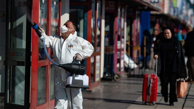 Türkiye'de koronavirüs nedeniyle son 24 saatte 346 kişi yaşamını yitirdi