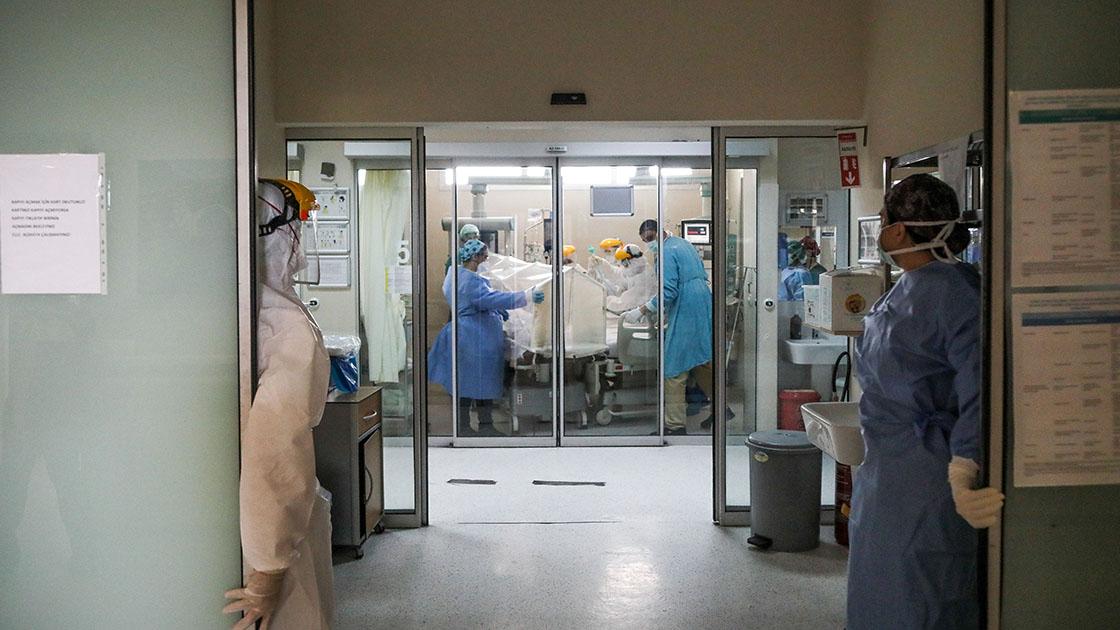 Türkiye'de koronavirüsten 243 kişi daha hayatını kaybetti, 54 bin 562 yeni vaka var