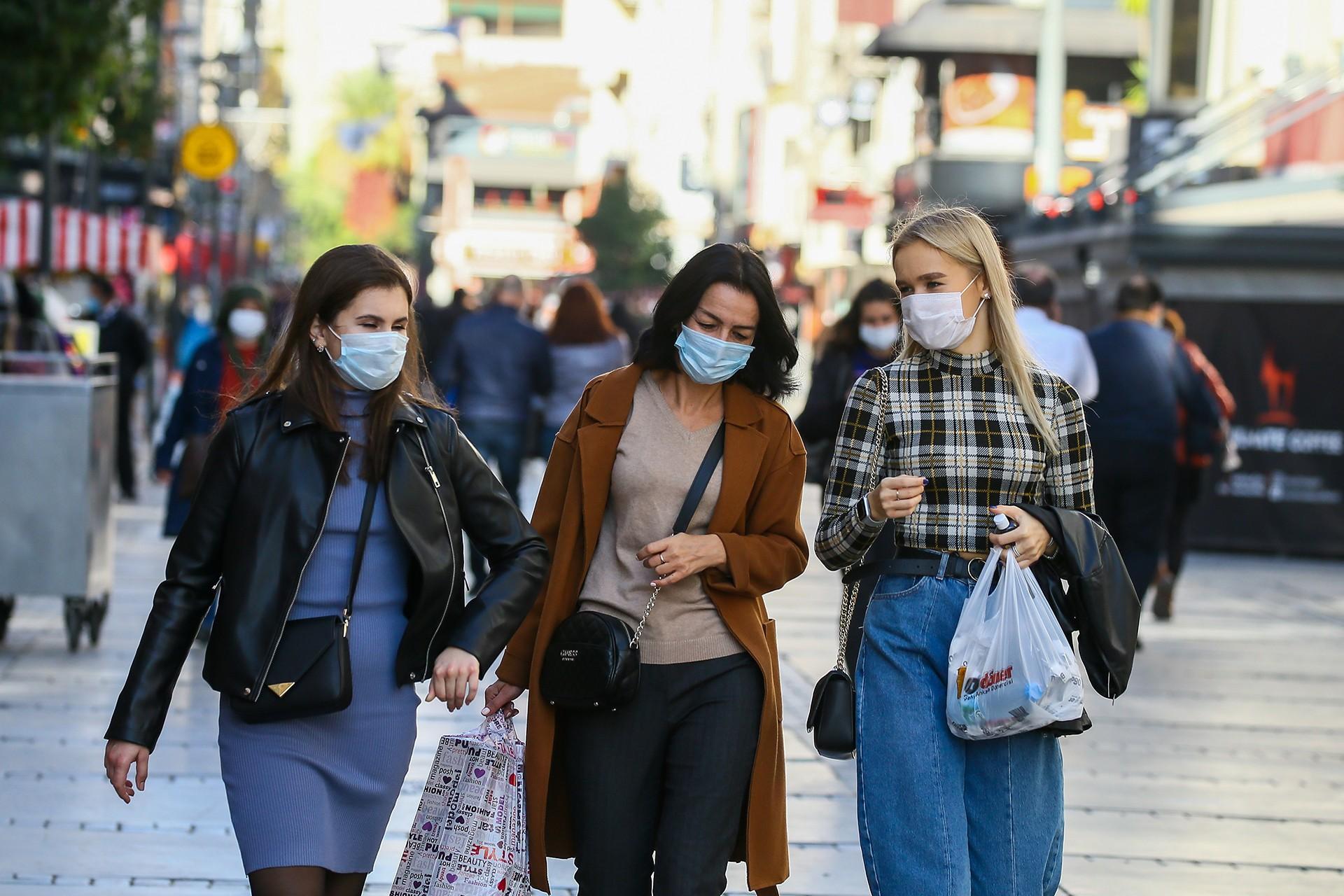 Türkiye'de son 24 saatte 206 kişi daha koronavirüs nedeniyle yaşamını yitirdi