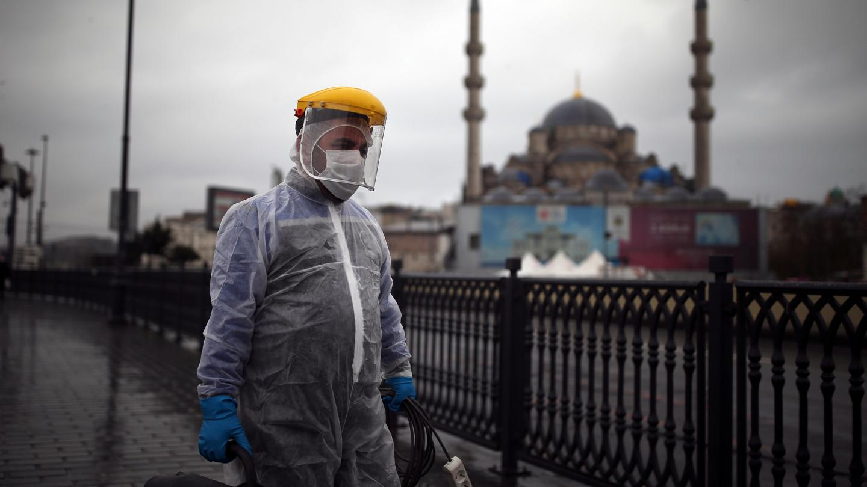 Türkiye'de son 24 saatte koronavirüsten 171 kişi hayatını kaybetti, 9 bin 809 yeni vaka
