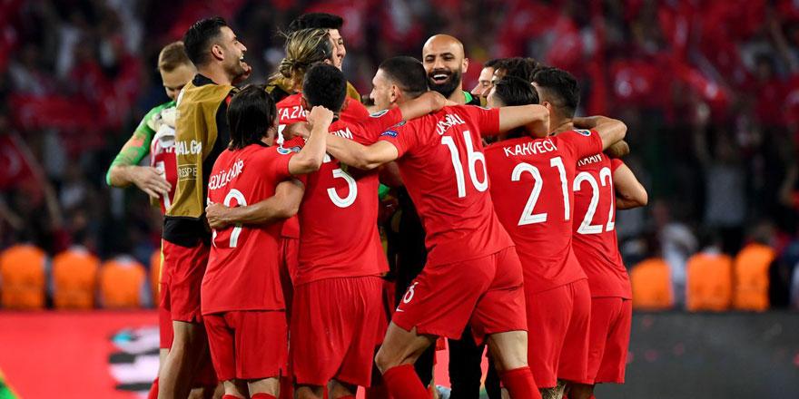 Türkiye-Hollanda maçının hakemi belli oldu