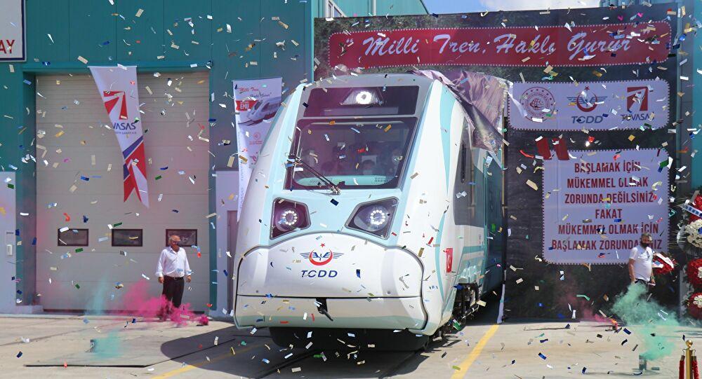 Türkiye'nin ilk elektrikli yerli treninin fabrika testleri başladı