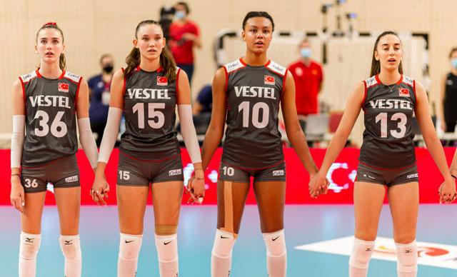 U17 Voleybol Kız Milli Takımı, gümüş madalyanın sahibi oldu