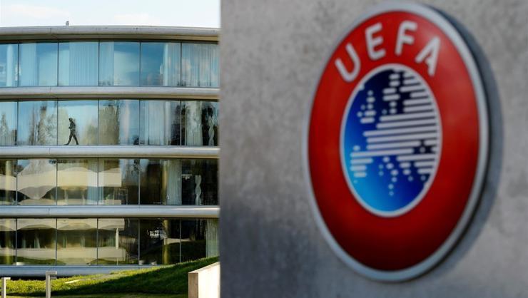 UEFA: Dördüncü hakem, hakemlik hayatını bitirdi