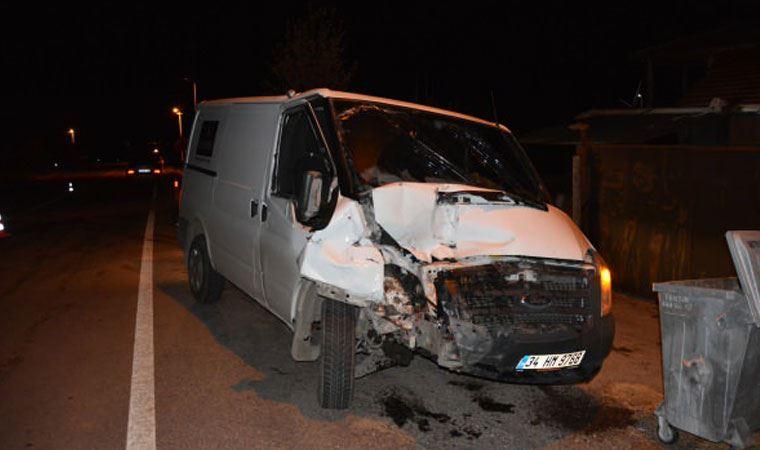 Uşak'ta para nakil aracı kamyonete çarptı: 1 ölü, 5 yaralı