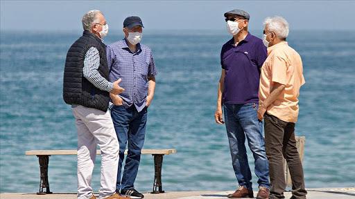 Uzmanlardan sokağa çıkan 65 yaş üstü vatandaşlara sıcak uyarısı