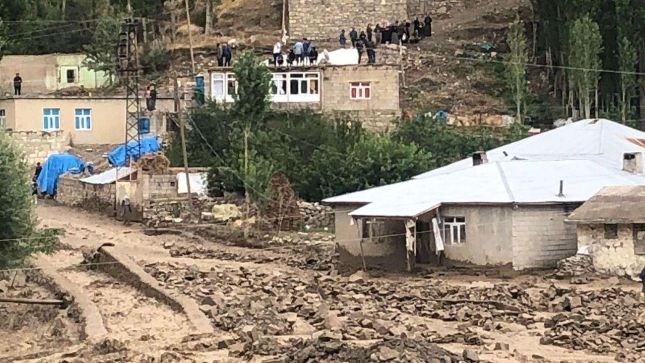 Başkale'de sel: 32 ev kullanılamaz hale geldi, 900 hayvan öldü