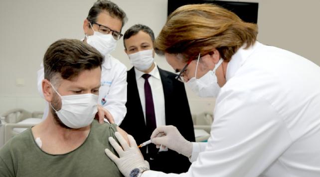 Yerli aşının Faz-1 çalışmaları tamamlandı: 'Hiçbir yan etki görülmedi'