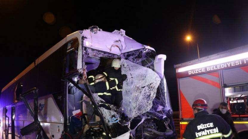 Yolcu otobüsü kaza yaptı: 16 yaralı