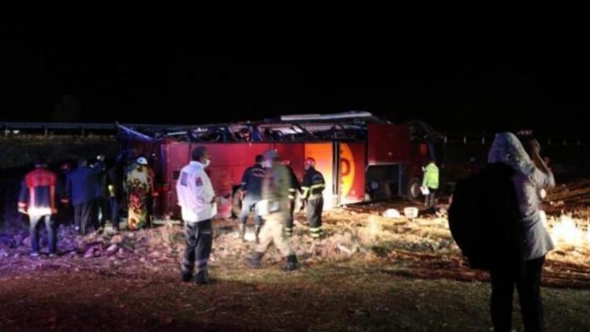 Yolcu otobüsü kaza yaptı, 32 kişi yaralandı
