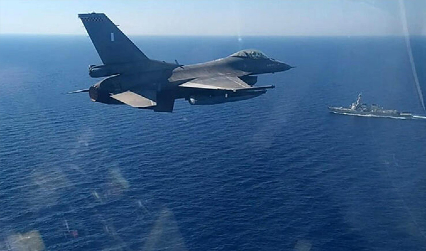 Yunan savaş uçakları TCG Çeşme gemisini taciz etti