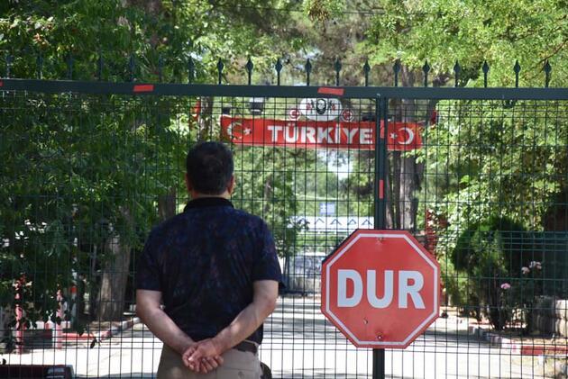 Yunanistan 1 Temmuz'da açılacağını duyurduğu sınır kapıları açmadı